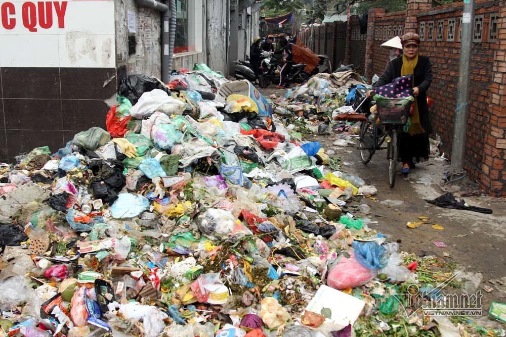Sự cố ở Thủ đô: 3 ngày không đổ rác, phế thải tràn lòng đường, ngõ phố-1