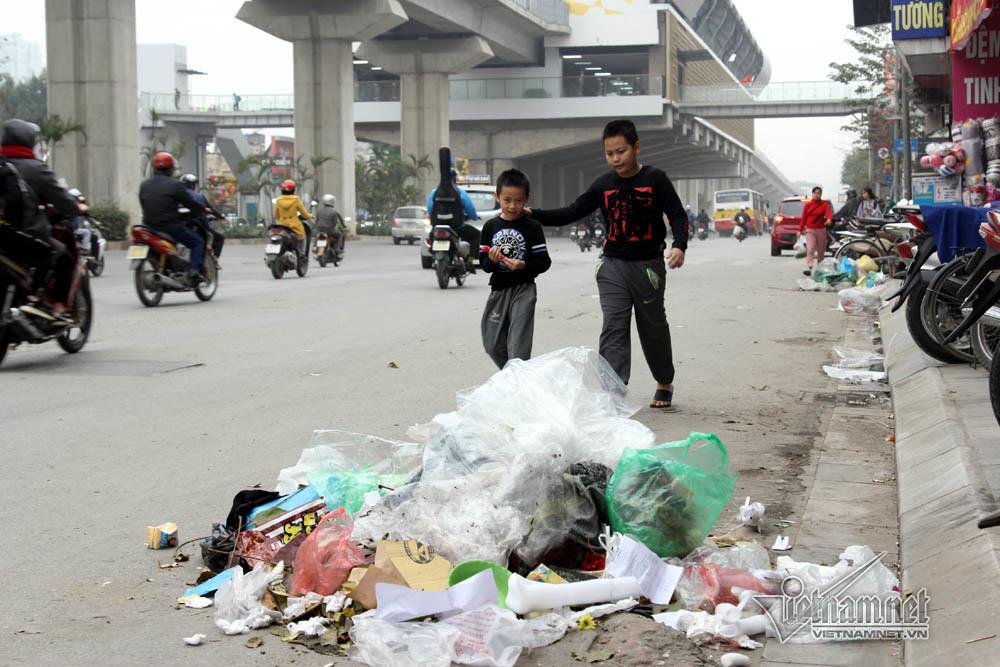 Sự cố ở Thủ đô: 3 ngày không đổ rác, phế thải tràn lòng đường, ngõ phố-6