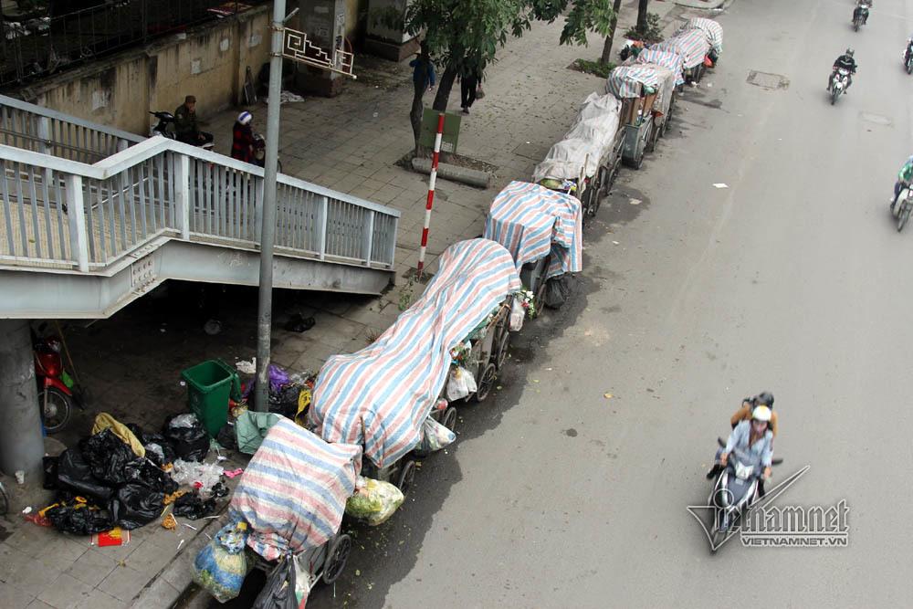 Sự cố ở Thủ đô: 3 ngày không đổ rác, phế thải tràn lòng đường, ngõ phố-13