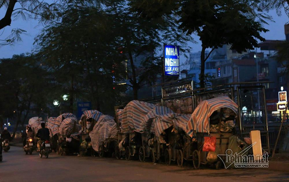 Sự cố ở Thủ đô: 3 ngày không đổ rác, phế thải tràn lòng đường, ngõ phố-17