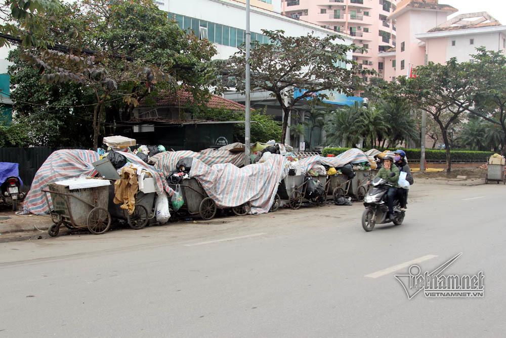 Sự cố ở Thủ đô: 3 ngày không đổ rác, phế thải tràn lòng đường, ngõ phố-11