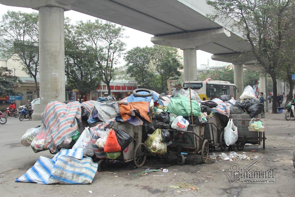 Sự cố ở Thủ đô: 3 ngày không đổ rác, phế thải tràn lòng đường, ngõ phố-8
