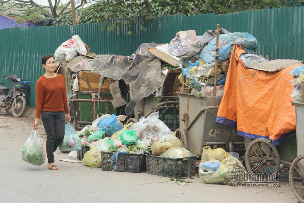 Sự cố ở Thủ đô: 3 ngày không đổ rác, phế thải tràn lòng đường, ngõ phố-7