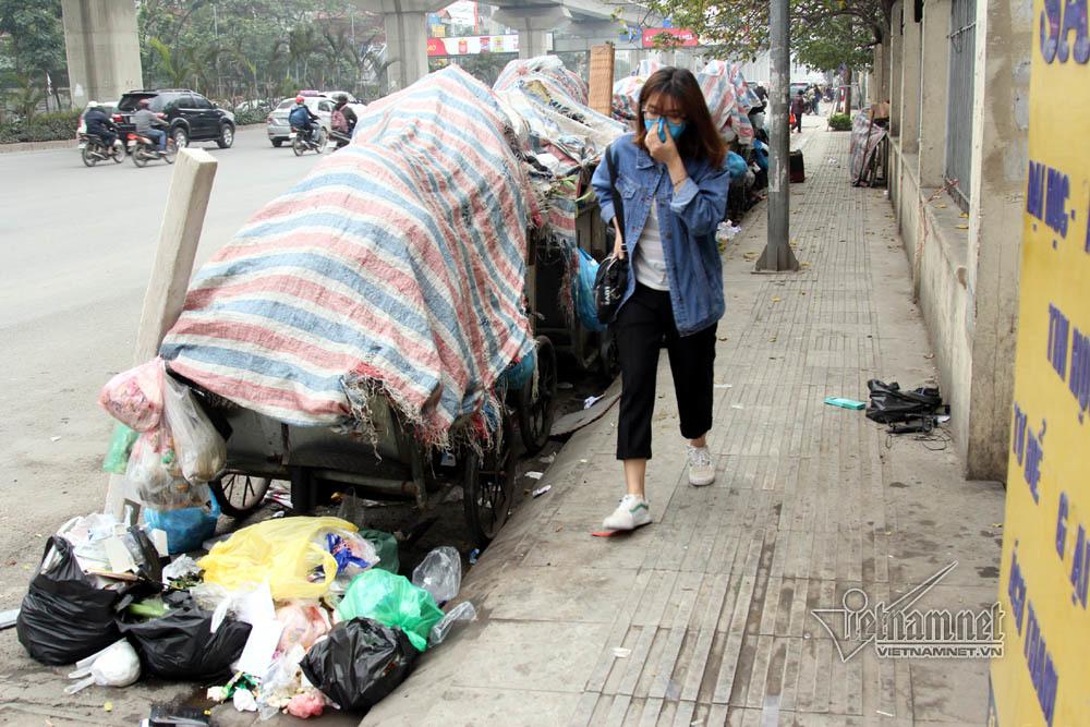 Sự cố ở Thủ đô: 3 ngày không đổ rác, phế thải tràn lòng đường, ngõ phố-4