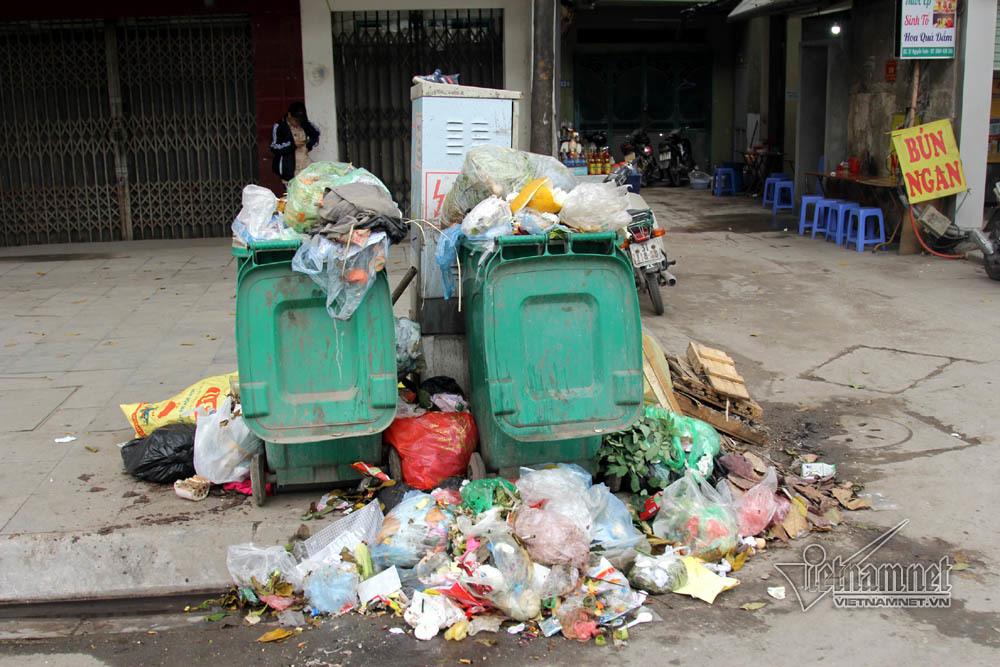 Sự cố ở Thủ đô: 3 ngày không đổ rác, phế thải tràn lòng đường, ngõ phố-12