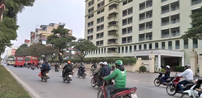 Hà Nội: Giải cứu bé gái 4 tuổi bị người đàn ông ngáo đá khống chế đi dọc phố Kim Đồng-2