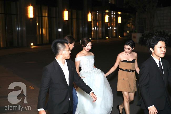 Đây là những khách mời showbiz hiếm hoi trong đám cưới của rapper Tiến Đạt tại Sài Gòn, không có Hari Won-6