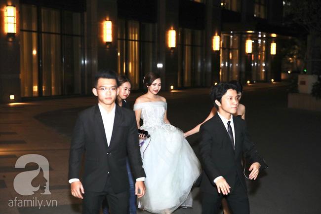 Đây là những khách mời showbiz hiếm hoi trong đám cưới của rapper Tiến Đạt tại Sài Gòn, không có Hari Won-7