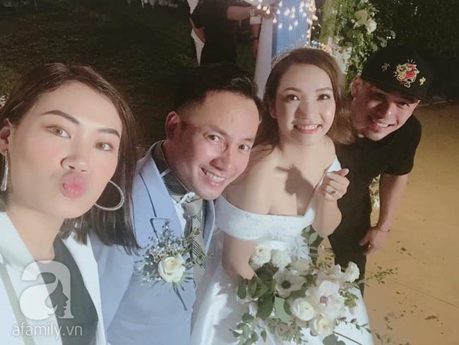 Đây là những khách mời showbiz hiếm hoi trong đám cưới của rapper Tiến Đạt tại Sài Gòn, không có Hari Won-8