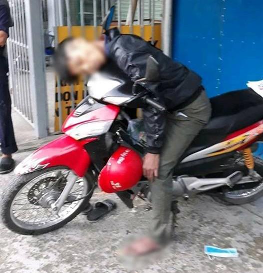 Hé lộ nguyên nhân nam thanh niên tử vong trong tư thế ngồi trên xe máy-1