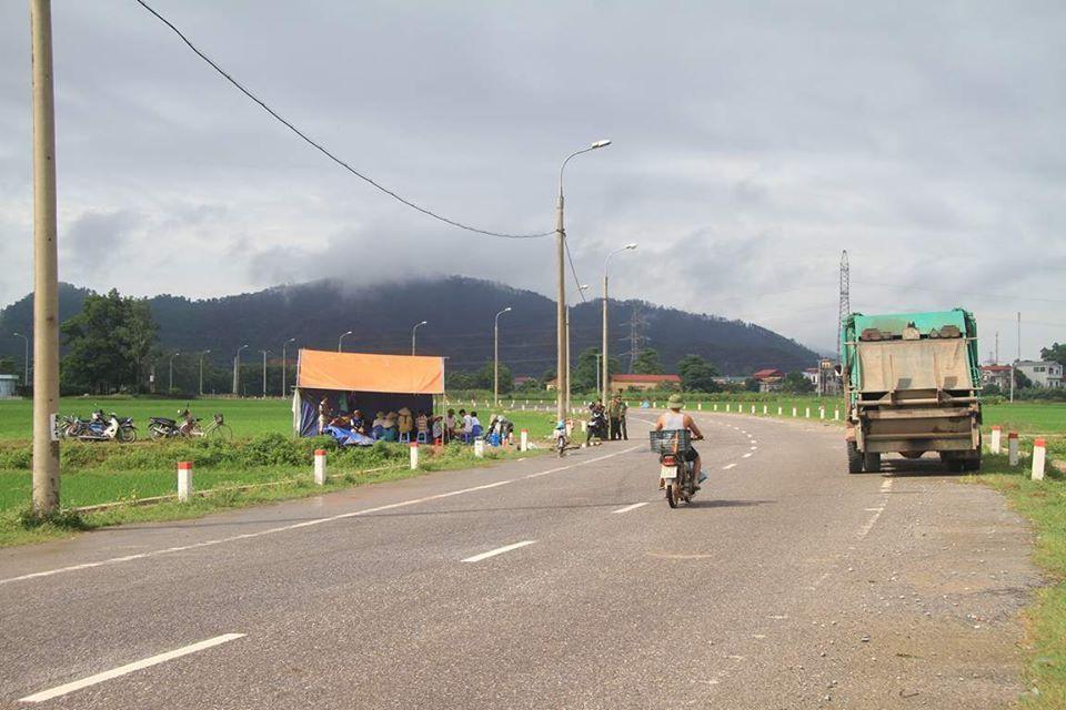 Sự cố 3 ngày không đổ rác: Hà Nội yêu cầu di dân khỏi vùng ảnh hưởng-1