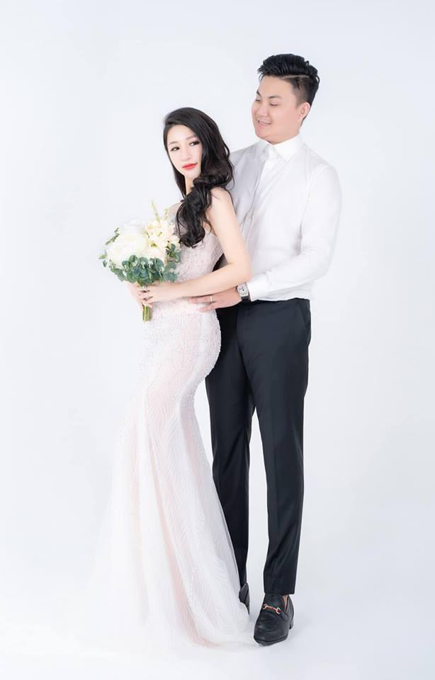 Chồng doanh nhân hạnh phúc gọi Vân Navy là my girl, khoe khoảnh khắc cô mặc váy cưới lộng lẫy như công chúa-1