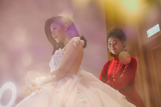Chồng doanh nhân hạnh phúc gọi Vân Navy là my girl, khoe khoảnh khắc cô mặc váy cưới lộng lẫy như công chúa-7