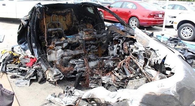 Tesla bị kiện đòi bồi thường vì xe bốc cháy-1
