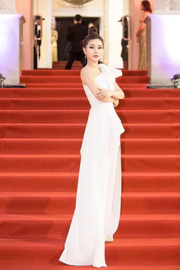 Dàn Hoa hậu, Á hậu gây náo loạn thảm đỏ lễ trao giải Mai Vàng-12