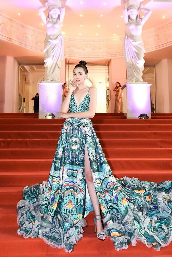 Dàn Hoa hậu, Á hậu gây náo loạn thảm đỏ lễ trao giải Mai Vàng-8
