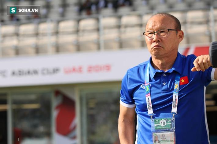 Nếu thầy trò HLV Park Hang Seo có sẩy chân, hãy nhớ đằng sau họ còn những người phụ nữ-6