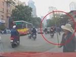 Video: Tỏ tình thất bại, thanh niên cầm dao dọa giết 4 cô gái-1
