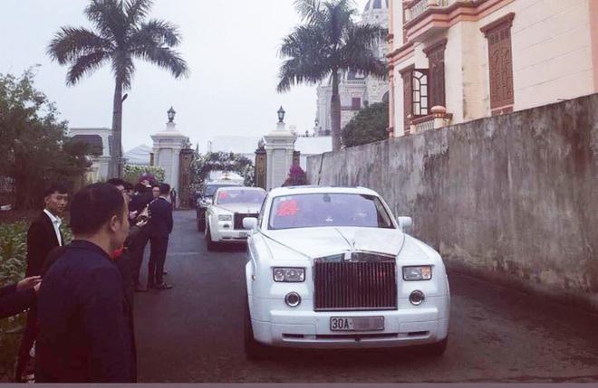 Xôn xao hình ảnh cô dâu vàng đeo trĩu cổ, đám cưới xuất hiện 2 siêu xe Rolls-Royce-4