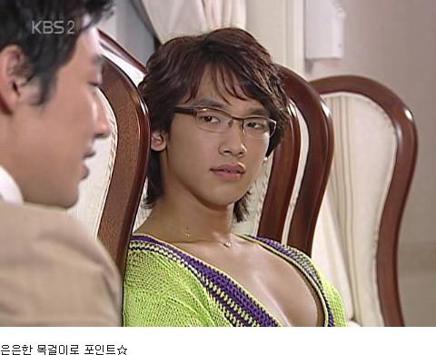 Dân mạng lục lại một thời đen tối của thời trang Hàn Quốc: Bi Rain mặc áo xẻ ngực sâu hơn cả chị em-11