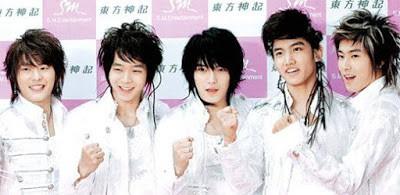 Dân mạng lục lại một thời đen tối của thời trang Hàn Quốc: Bi Rain mặc áo xẻ ngực sâu hơn cả chị em-9