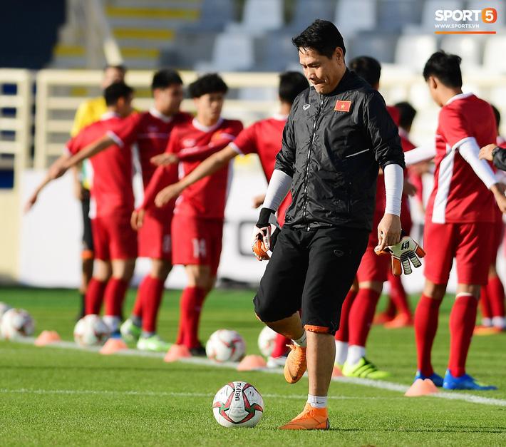 Trợ lý HLV Việt Nam từng mắng 2 CĐV vì chỉ trích Văn Lâm tại sân trước trận gặp Iran-1