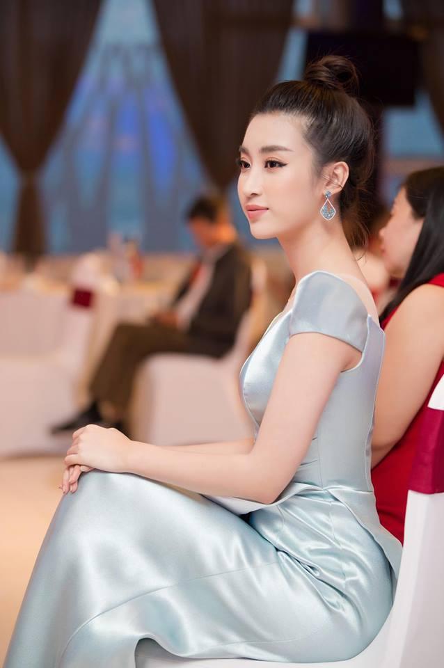 Hoa hậu Đỗ Mỹ Linh mê hoặc với tóc búi cao đầy thần thái-4