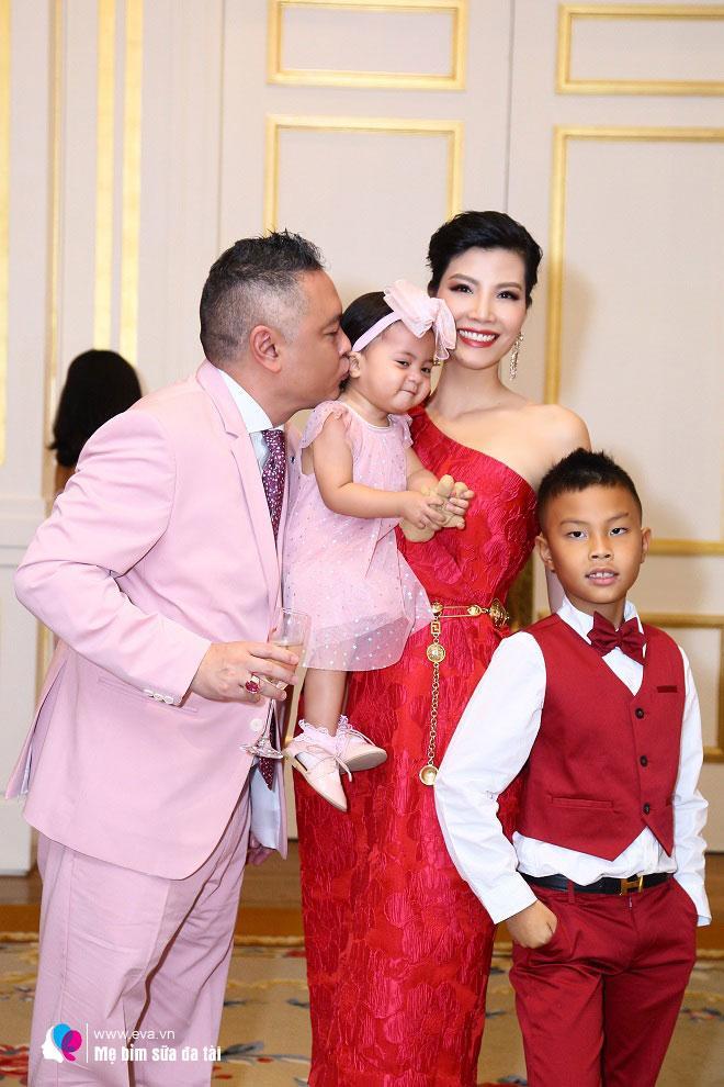 Siêu mẫu bỏ showbiz lấy chồng, 9 năm vừa đỏ mắt ngóng con vừa xúi chồng cưới vợ mới-1