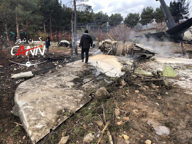 Trượt khỏi đường băng, Boeing-707 của quân đội Iran bốc cháy, chỉ 1 người sống sót-5
