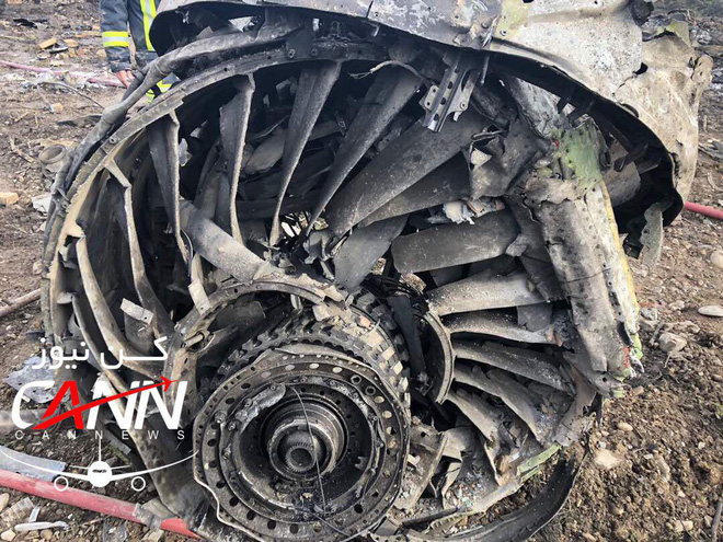 Trượt khỏi đường băng, Boeing-707 của quân đội Iran bốc cháy, chỉ 1 người sống sót-8