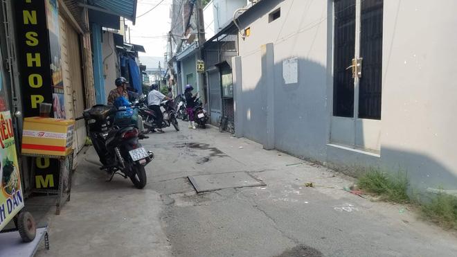 TP.HCM: Bé gái 2 tuổi bị xe ben lùi tông chết trước nhà, người mẹ khóc nghẹn khi không thể cứu được con-2