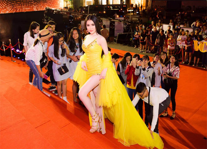 Xuất hiện clip chứng minh Thư Dung thuê đội quân cổ vũ lộ liễu trên thảm đỏ Mai Vàng-3
