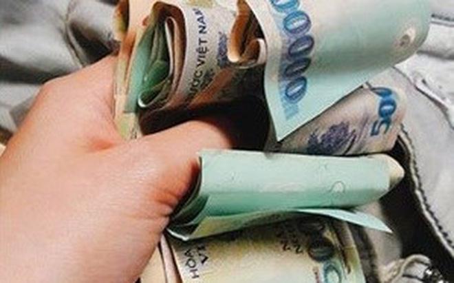 Chồng ngỡ ngàng trước sự thật cọc tiền trong túi áo của vợ-1
