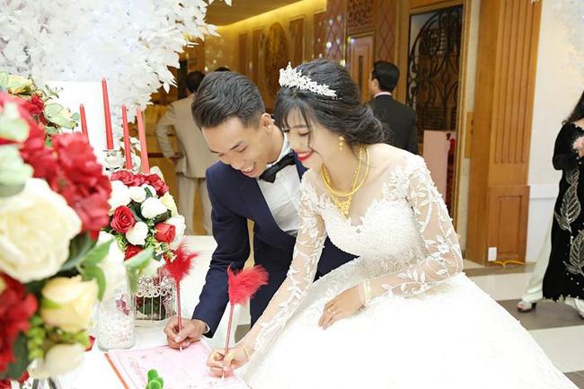 Mọi người ra mà xem: Mẹ chồng quyến rũ nàng dâu làm bạn, bắt giữ 2 cây vàng hồi môn; dụ hát karaoke, nhảy đầm...-2