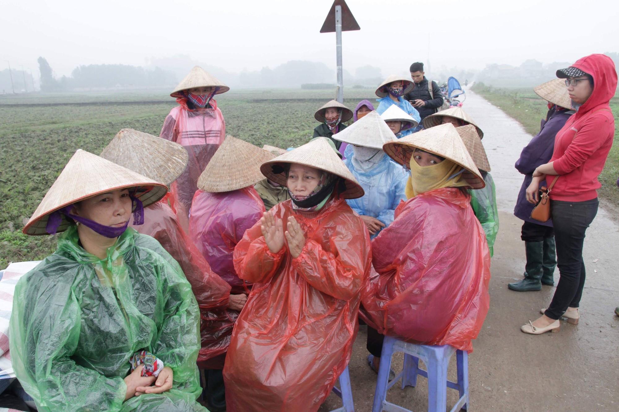 Cuộc sống cạnh bãi rác lớn nhất Hà Nội: Trong xóm có đám cưới chỉ đến uống chén rượu, không dám ăn-2