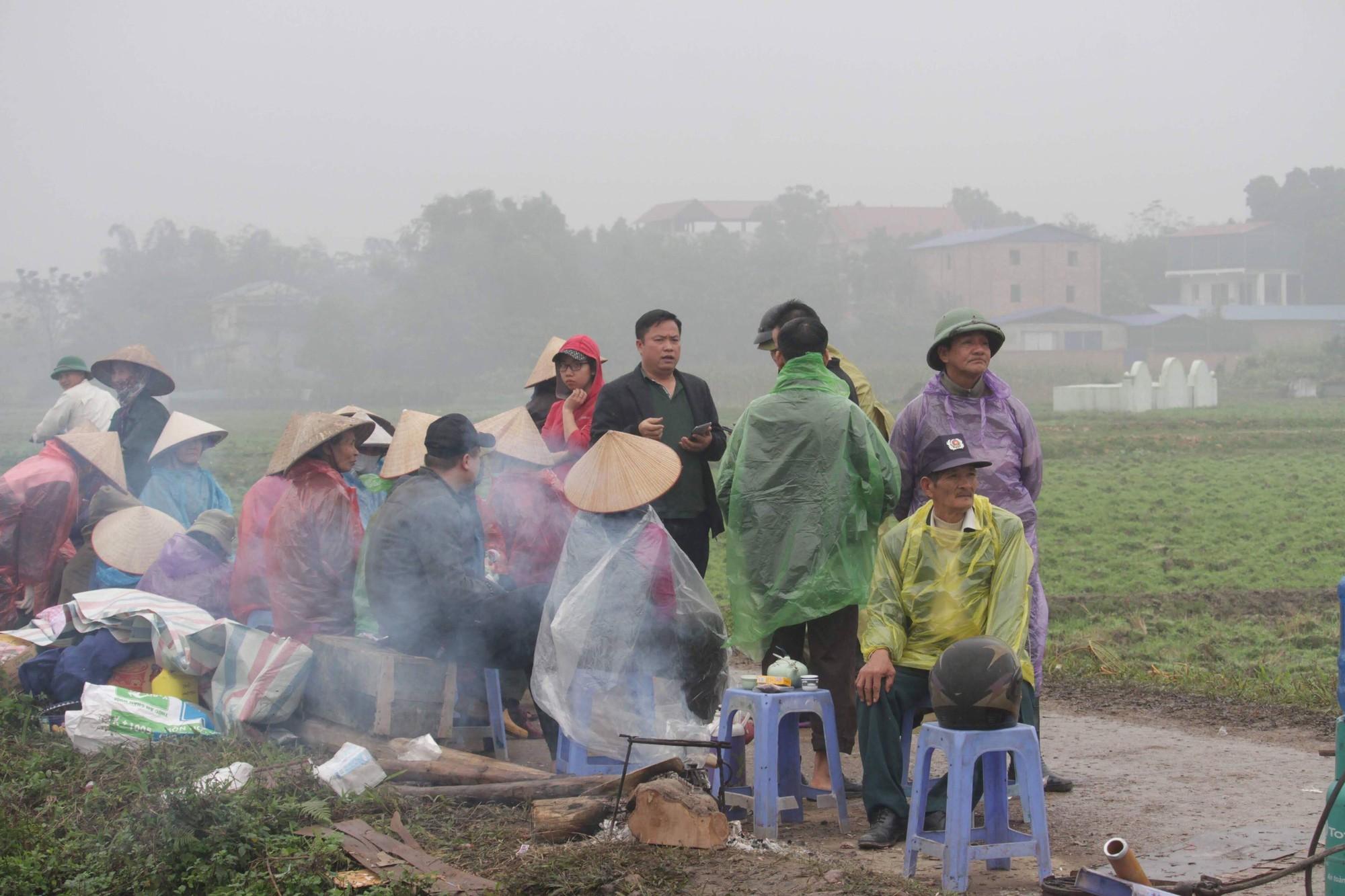 Cuộc sống cạnh bãi rác lớn nhất Hà Nội: Trong xóm có đám cưới chỉ đến uống chén rượu, không dám ăn-3