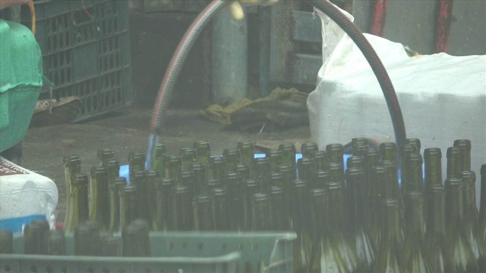 Cận cảnh kỹ nghệ sản xuất rượu vang siêu tốc, giá chỉ ngang nước lọc-3