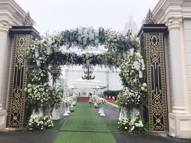 Nhan sắc lộng lẫy, gia thế đáng gờm của cô dâu sống trong lâu đài, đám cưới ngập vàng ở Nam Định-2