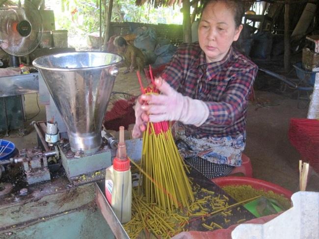 Báo tây tấp nập đưa tin về làng nghề làm hương ở ngoại ô Hà Nội-8