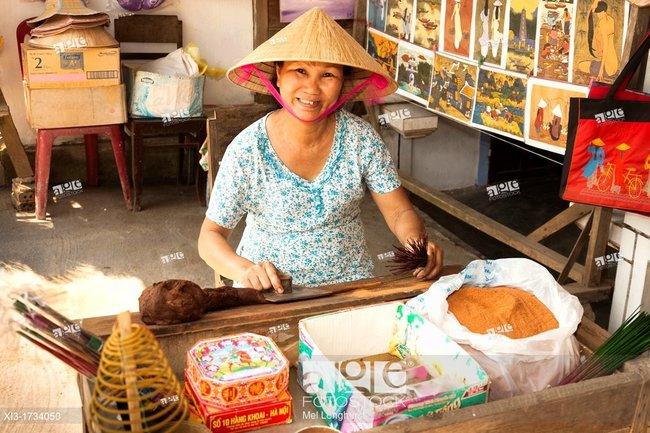 Báo tây tấp nập đưa tin về làng nghề làm hương ở ngoại ô Hà Nội-13
