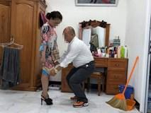 Bức ảnh người đàn ông kéo váy vợ khiến dân mạng xôn xao: Quan tâm hay chỉ là ích kỷ?