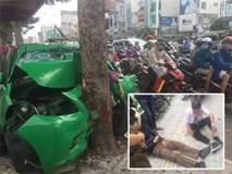 Sau va chạm trên đường, xe taxi tông mạnh vào gốc cây xanh ở Sài Gòn khiến 2 người nhập viện cấp cứu