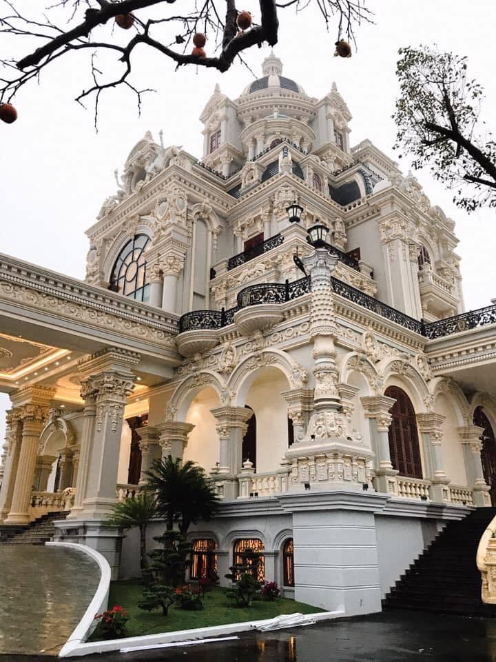 Lâu đài của đại gia Nam Định có con gái đeo vàng trĩu cổ ngày cưới-5