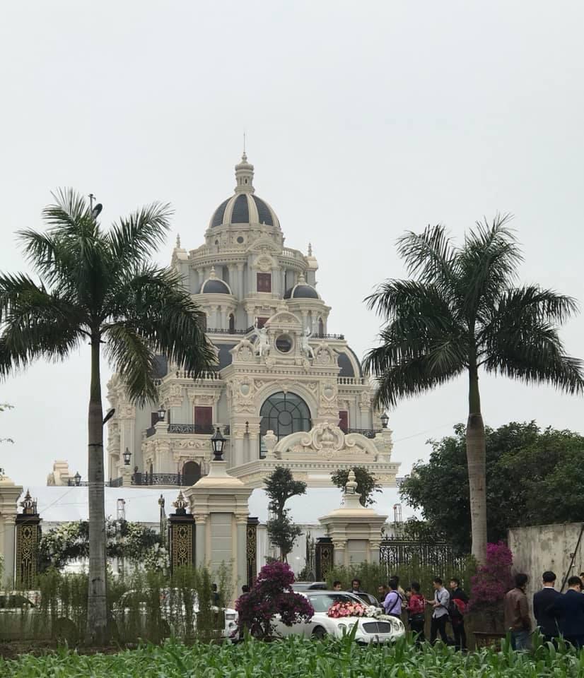 Lâu đài của đại gia Nam Định có con gái đeo vàng trĩu cổ ngày cưới-7