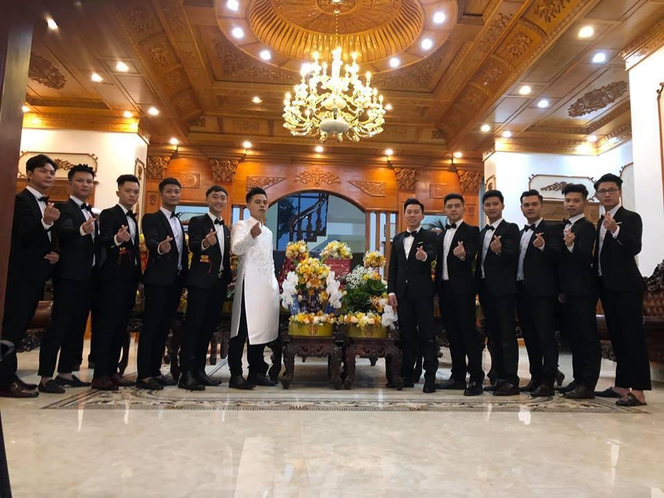 Lâu đài của đại gia Nam Định có con gái đeo vàng trĩu cổ ngày cưới-4