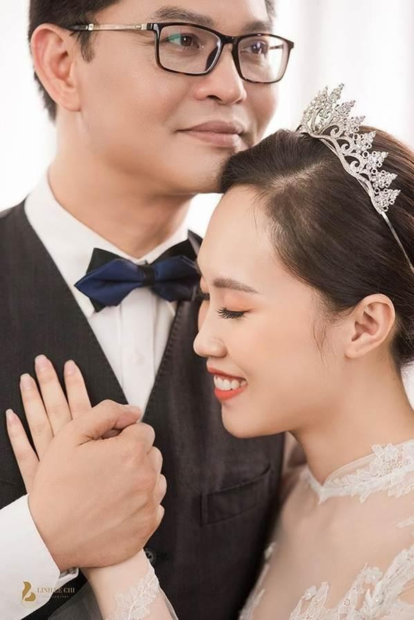 Hé lộ ảnh cưới của NSND Trung Hiếu và vợ kém 19 tuổi xinh như hotgirl-1