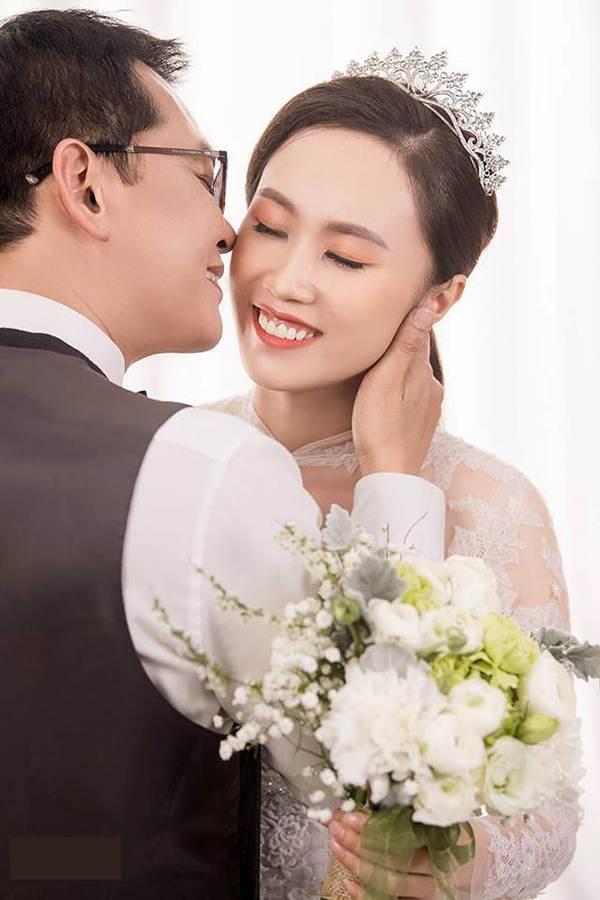 Hé lộ ảnh cưới của NSND Trung Hiếu và vợ kém 19 tuổi xinh như hotgirl-2