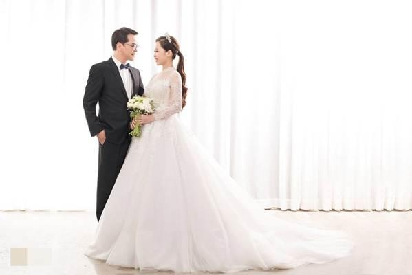 Hé lộ ảnh cưới của NSND Trung Hiếu và vợ kém 19 tuổi xinh như hotgirl-3