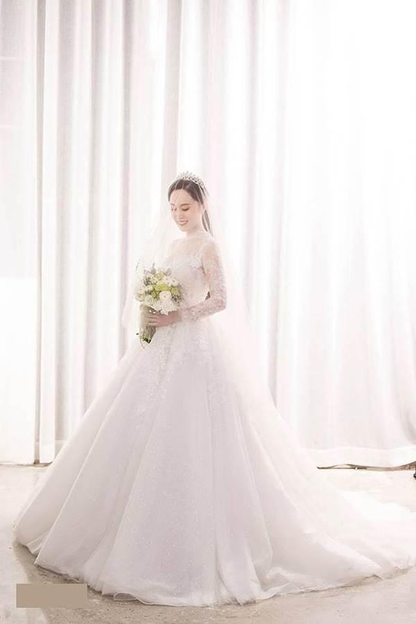 Hé lộ ảnh cưới của NSND Trung Hiếu và vợ kém 19 tuổi xinh như hotgirl-6