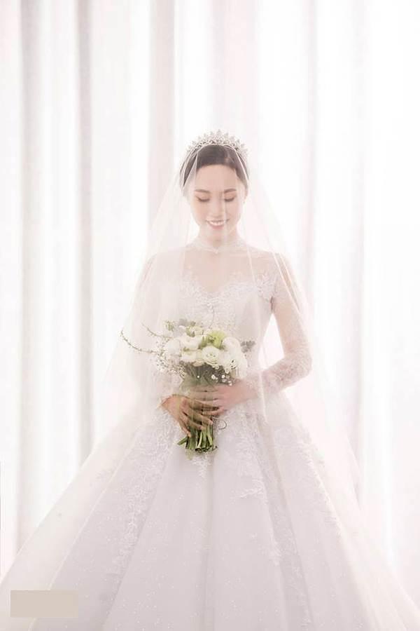 Hé lộ ảnh cưới của NSND Trung Hiếu và vợ kém 19 tuổi xinh như hotgirl-7